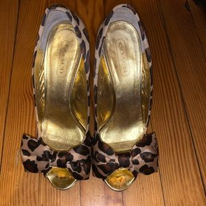 Coach (Daisey) Printed Bow Tie Pumps....Sz: 7